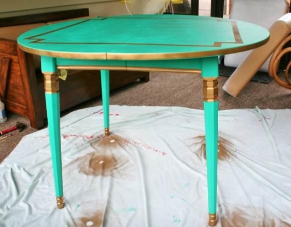painting-laminate-furniture-emerald-green-pantone