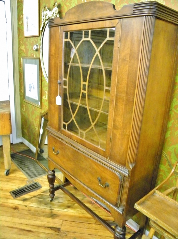 thrift-store-adventures-china-cabinet