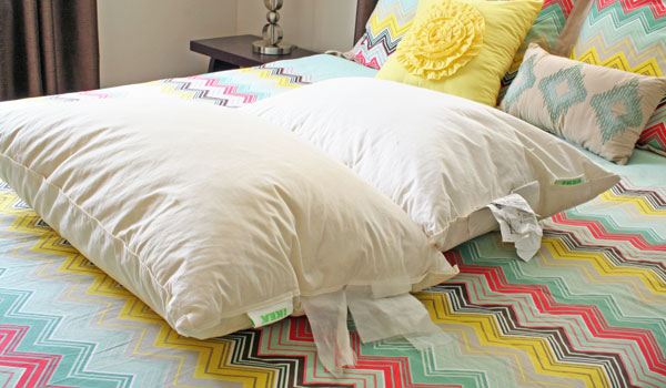 How to Clean Feather Pillows | www.rappsodyinrooms.com