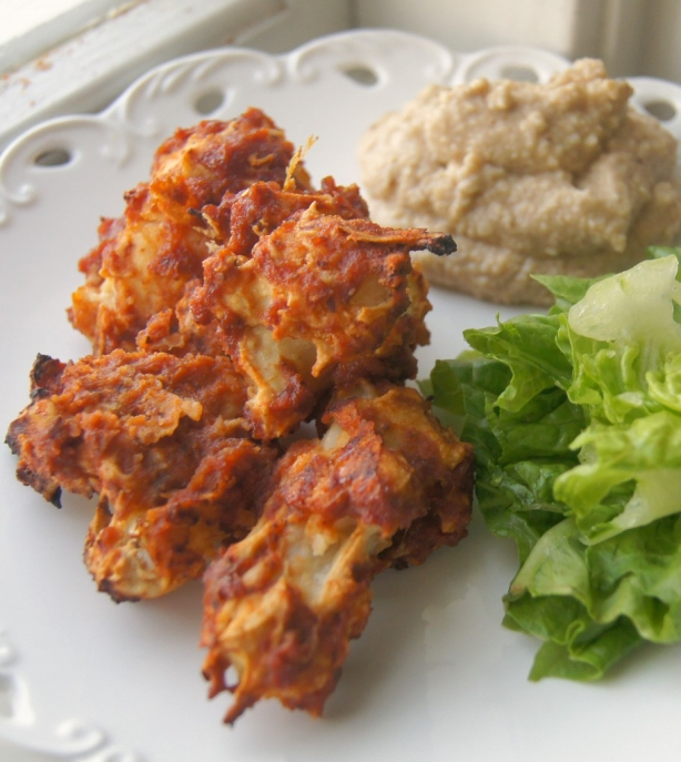 Vegan-Cauliflower-BBQ-Wings-with-Cashew-Blue-Cheese-Dip-+-salad1-914x1024