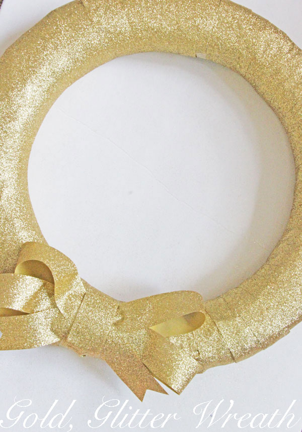 Gold Glitter Wreath | www.rhapsodyinrooms.com