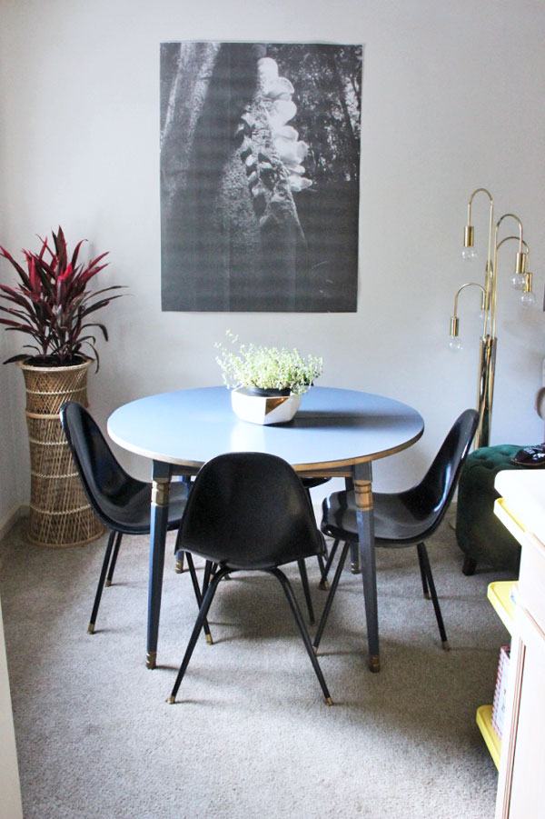 My New Navy Painted Table | www.rhapsodyinrooms.com